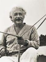 Альберт Эйнштейн, на запястье часы Longines